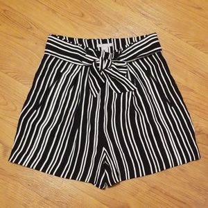 H&M | High-waisted shorts size US 10